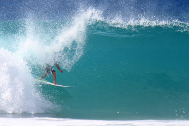 Renato Galvao Leads as Hobgoods Fall at ASP PRIME Hang Loose Pro