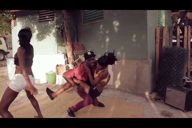 Funny Video: Jamaica's Daggering Dance - IndoSurfLife.com