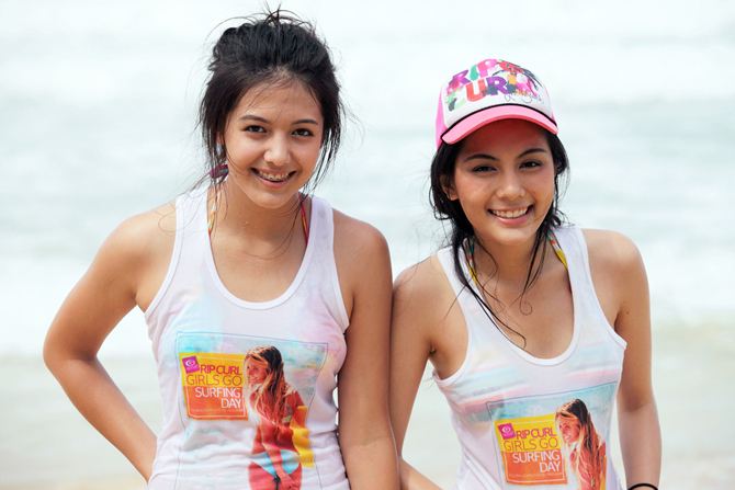 Download this Beach Girls picture