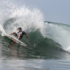 Oakley World Pro Junior: Men's quarters in the water at Keramas