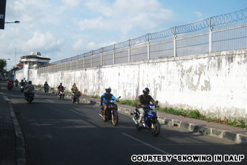 The wall of Krobokan Prison conceals dozens of drug traffickers, including Westerners, as they appeal against death sentences.