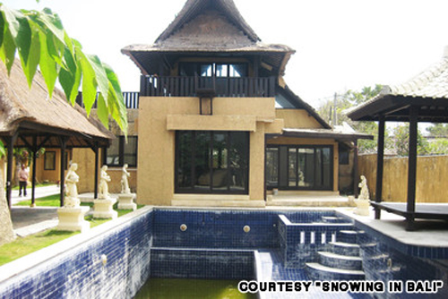 Rafael's dream house, which he paid for in cash and, thanks to a US$15,000 bribe, he was able to place within the 100-meter no-build zone close to Canggu beach.