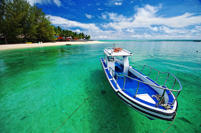 3 beach in indonesia on cnn world s 100 best beaches for Pictures of the coolest things in the world