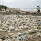 Rubbish tsunami swamps Bali beachfront