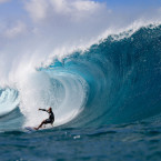Kelly Slater Wins Pipe Pro in Pumping Surf