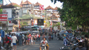 Kuta Tourist Area Needs Reform and Management