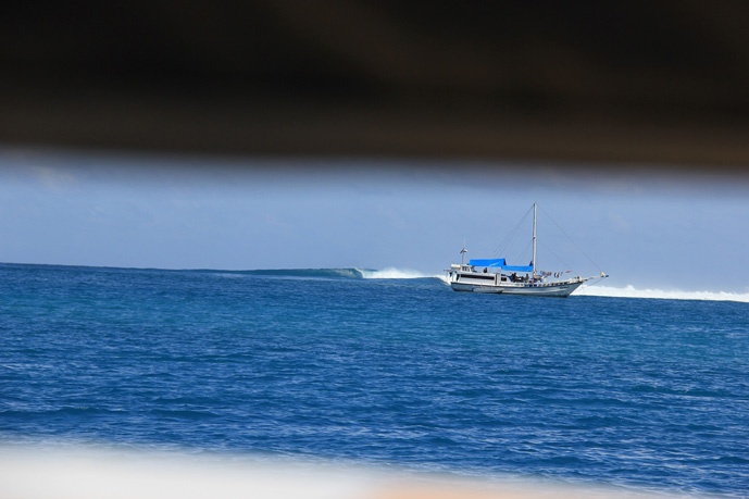 rags-right-nomad-surf-charter-mentawai-surf-boat-t1