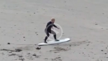 Video: Hilarious Pre Surf Warm Up