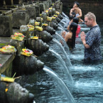 Foreign Tourists Flock to Bali for Spiritual Comfort