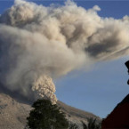 74,000 Tourists Cancelled Bali Holidays Due to Volcanic Eruptions.
