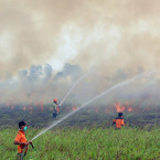 Indonesia Says Facing Major Challenges in Putting Out Fires