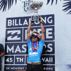 De Souza Clinches the 2015 World Title and Billabong Pipe Masters Crown on Finals Day