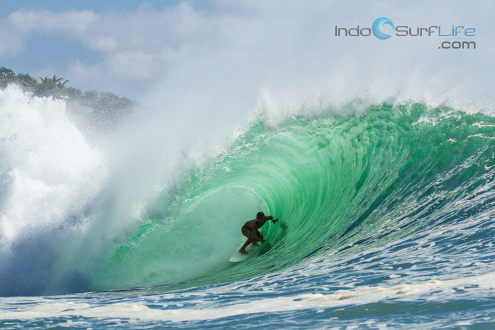 Mega-Semadhi-on-the-wave-of-the-day-Padang-padang-Aug24th-9351