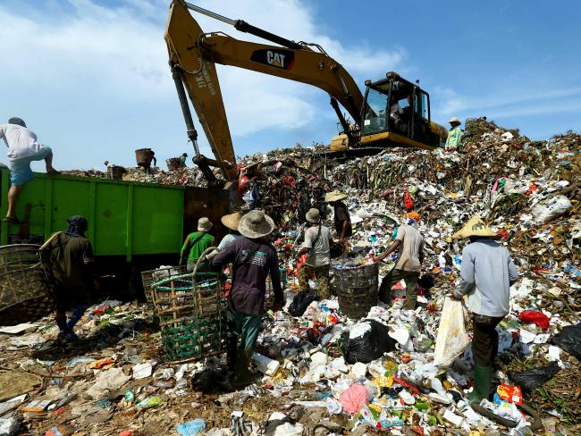 Bali Struggling to Cope Mountains of Waste