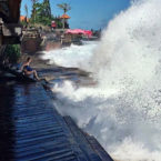 High Waves Hitting Bali and Surrounding Seas Linked to 3 Deaths