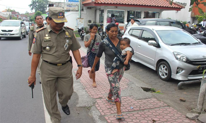 Authorities in Ubud Dissuading Beggars from Working its Streets