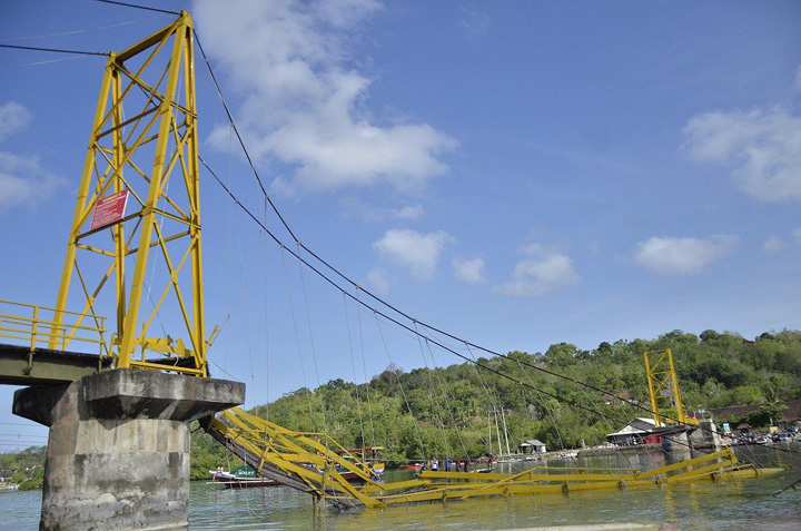 Search Around Collapsed Bridge in Bali Called Off