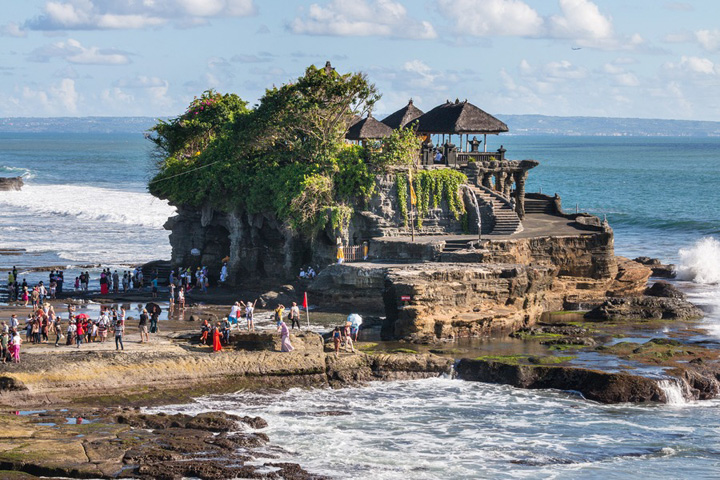 Tanah Lot Records 3.2 Million Tourist Visits