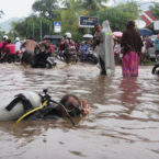 "Bali Scuba Instructor Take ""Actions"" in The Flooded Roads"