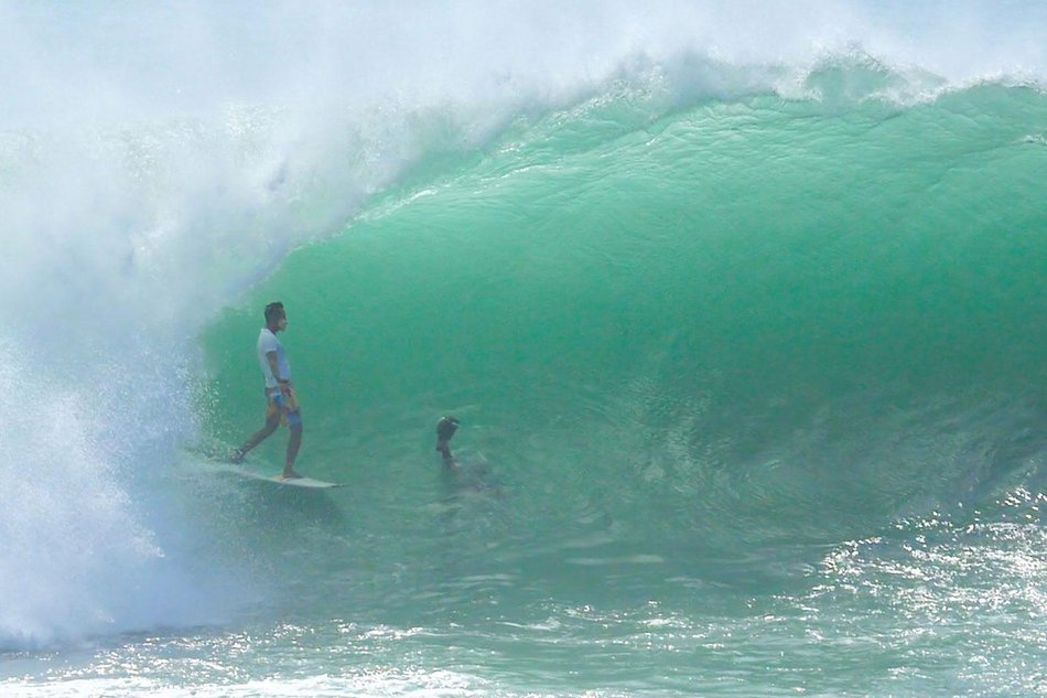 Video: Incredible Tube Show at Padang Padang