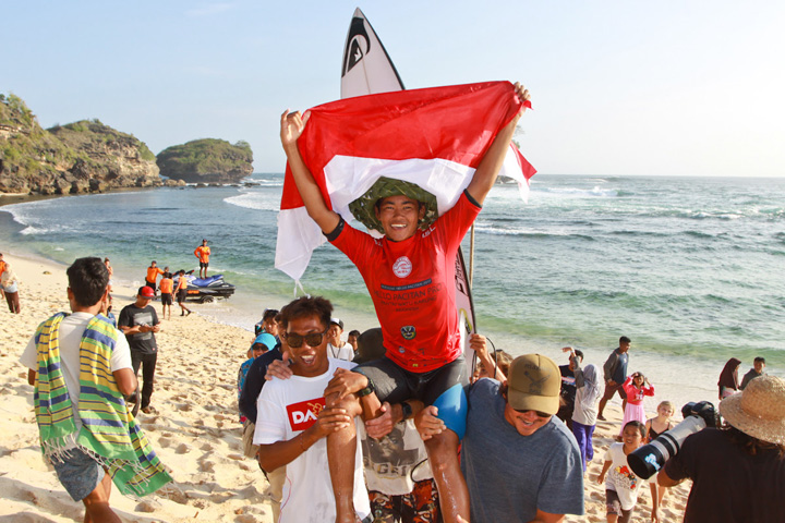 Rio Waida Takes Top Honors at Hello Pacitan Pro