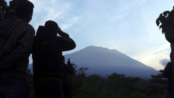 Tourism Minister Says Cancellations to Bali Running at 20-30% Due to Concern Over Mount Agung