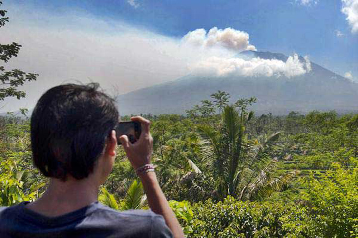 Bali Remains Safe, Locals Urged to Stay Calm as Mount Agung Threatens to Erupt