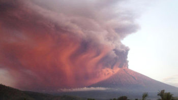 Bali Airport Closed for a Second Day Due to Agung Volcano Eruption