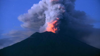 Ash from Mount Agung Forces Bali Airport to Closed for Third Day